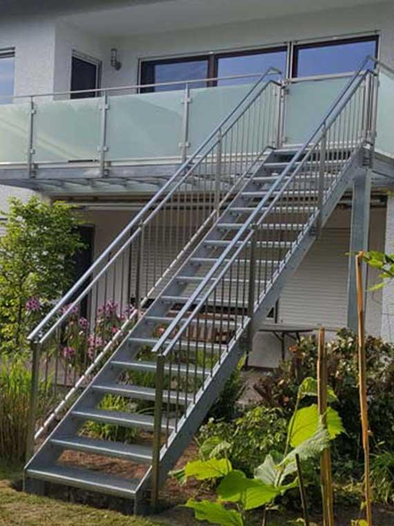 Referenz Balkon- und Treppenkonstruktion